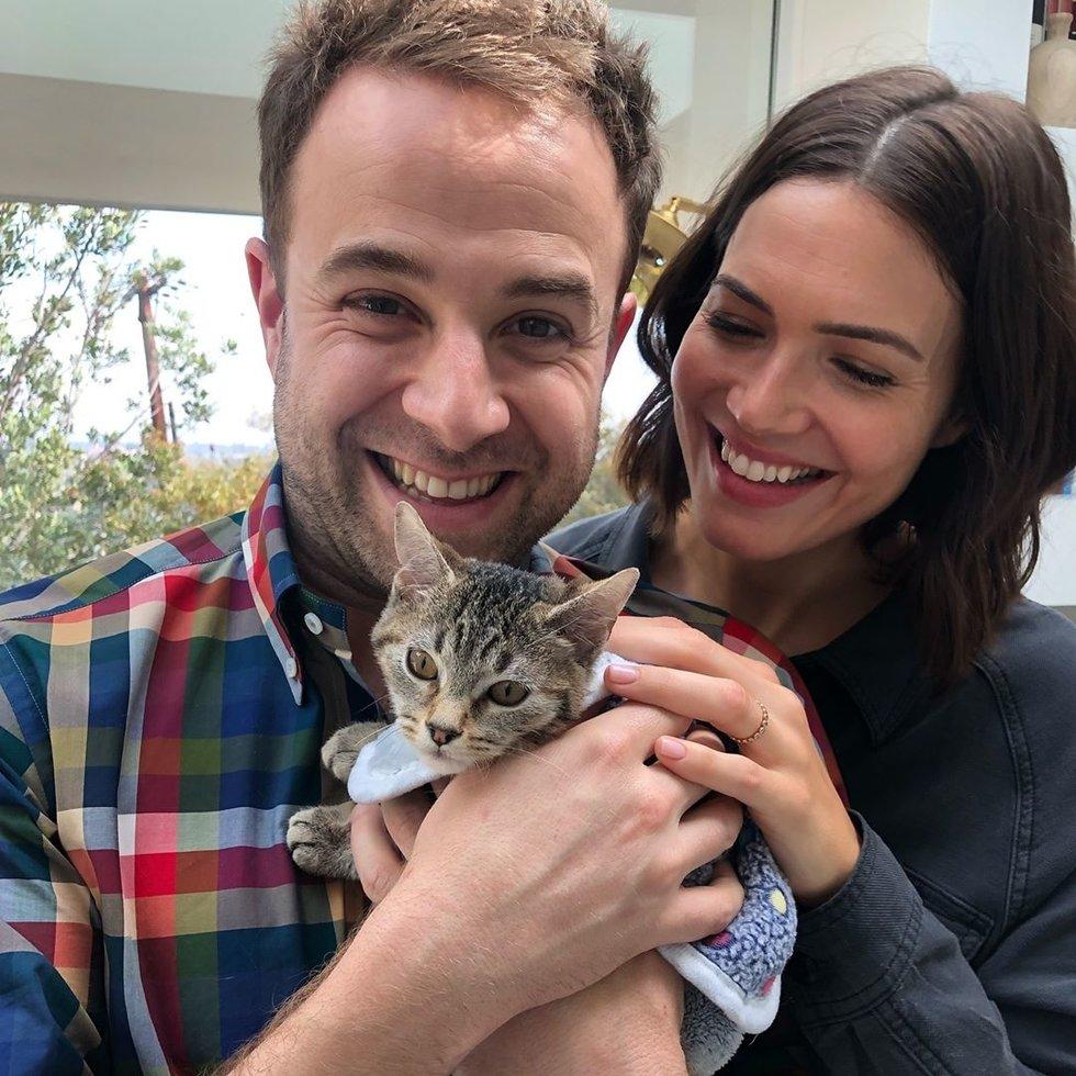 Mandy Moore adotta il gattino